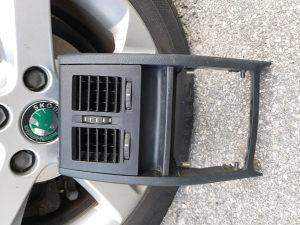 Ventilaciona rešetka za škodu