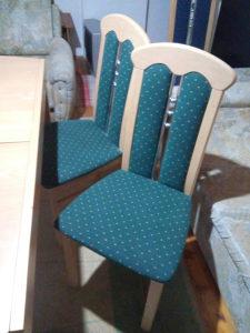 Trpezarijski sto i stolice. Extra ko novo
