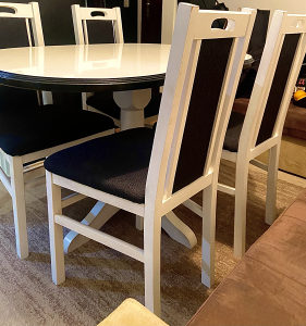 Trpezarijski stol