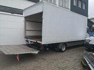 Sanduk furgon sa rampom