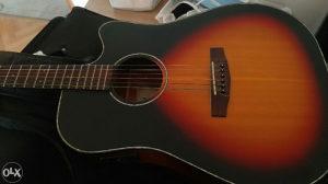 El-Aku gitara Cort