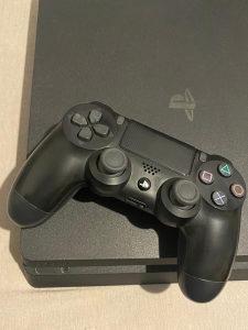 Playstation 4 + 3 igrice