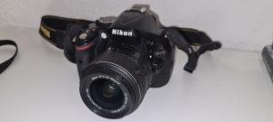 Nikon D5200 sa dva objektiva
