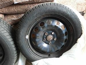 "4 komada ,zimske gume Dunlop sa felgama 16"" Audi , WV"