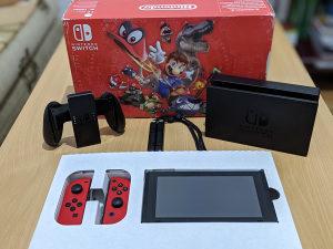 Nintendo Switch + microSD 64GB + igre