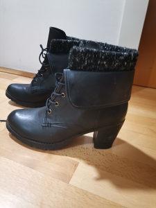 Zenske cizme gleznjace br.40