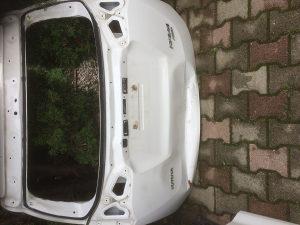Toyota rav 4. Vrata hauba