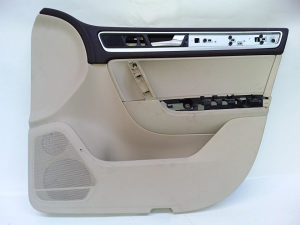 7P1867012 TAPACIRUNG VRATA  Volkswagen TUAREG 2011-201